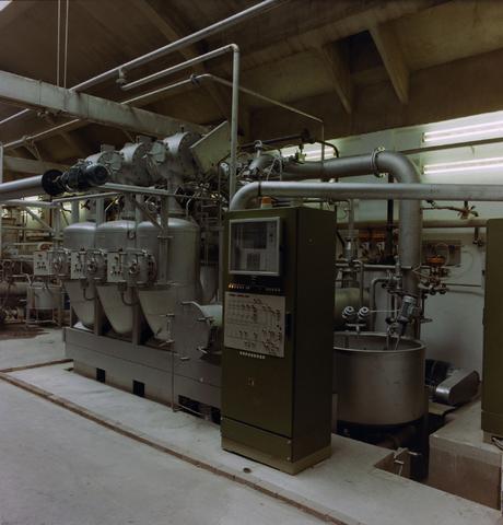 1237_010_682_006 - De Regenboog: interieur. Machines.