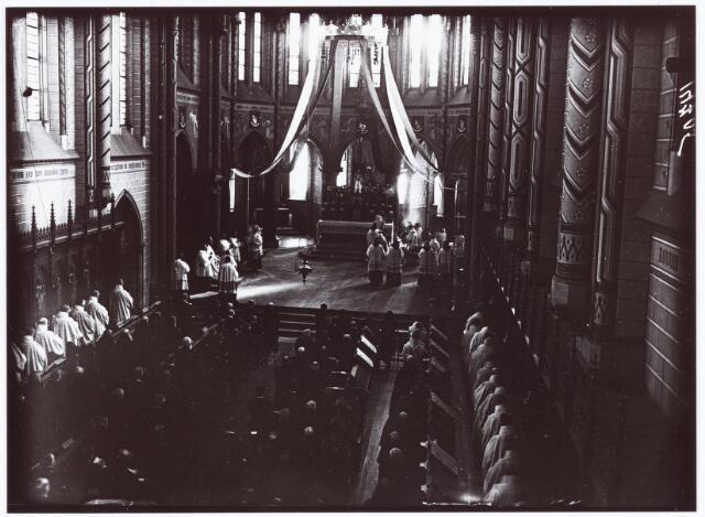 062285 - Kloosters. Viering van het 50-jarig bestaan van de abdij van Onze Lieve Vrouw van Koningshoeven aan de Eindhovenseweg 3 (kloosterkerk)