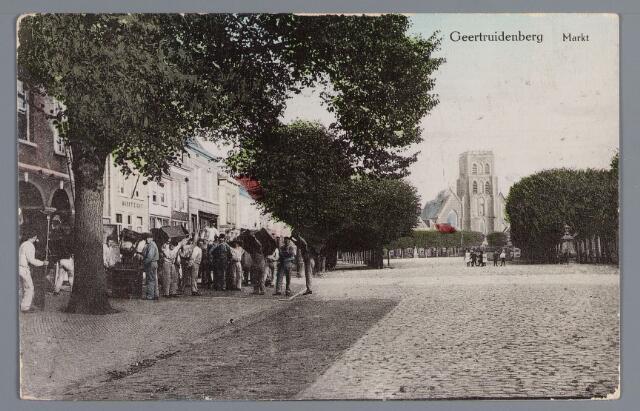 058306 - De Markt in Geertruidenberg.