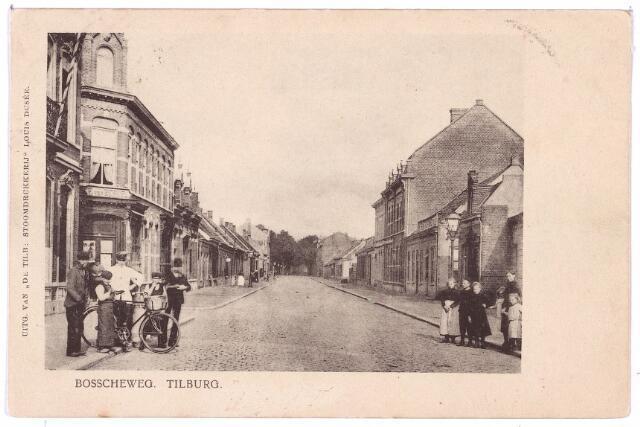002673 - Bosscheweg, nu Tivolistraat, in noord-oostelijke richting. Links achter het groepje personen, waaronder een slagersknecht, de ingang van de Veemarktstraat. Rechts drie hoge panden die rond 1900 v.l.n.r. de huisnummers N480, N483 en N484 hadden. In 1910 werd dat v.l.n.r. Bosscheweg 224 (het witte, nu nog bestaande pand), 226 en 228 vanaf 1932 Bosscheweg 510 t/m 514. Rond 1900 woonden in deze huizen v.l.n.r. H.A. van Swaaij, leraar aan de rijks-H.B.S., A. Janssens en handelsagent Sebaltus Sala. Tien jaar later waren de bewoners van deze huizen v.l.n.r. Antonius W.J.M. Arnold, onderdirecteur van een wollenstoffenfabriek, Jan Frederik David Blöte, leraar aan de rijks-H.B.S. en Jos.A. Vorstenbosch, gymnastiekleraar aan de rijks-H.B.S.
