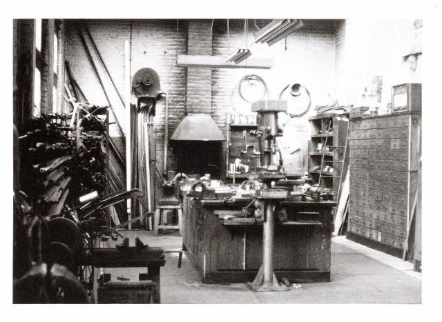 037998 - Textiel. Smederij van wollenstoffenfabriek A & N Mutsaerts in de Pironstraat