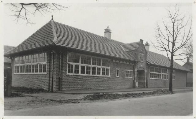 90743 - Made. R.K. Meisjesschool voor V.G.L.O. (voortgezet gewoon lager onderwijs - met de komst van de Mammoetwet in 1968 verdween de V.G.L.O. school).