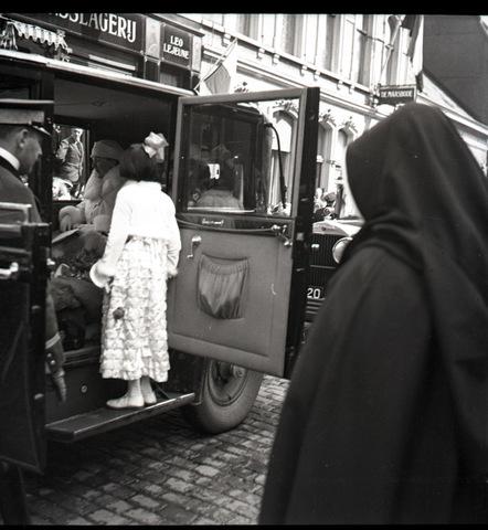 653691 - Bezoek koningin Wilhelmina aan Tilburg bij de onthulling van het standbeeld van Willem II.