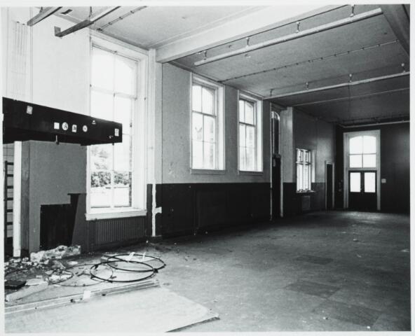 025371 - Interieur van het St. Josephgasthuis aan de Lange Nieuwstraat tijdens de sloop in 1977