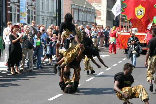 657377 - De T-parade. Een kleurrijke multiculturele optocht door het centrum van Tilburg. De vele culturen van Tilburg worden getoond.
