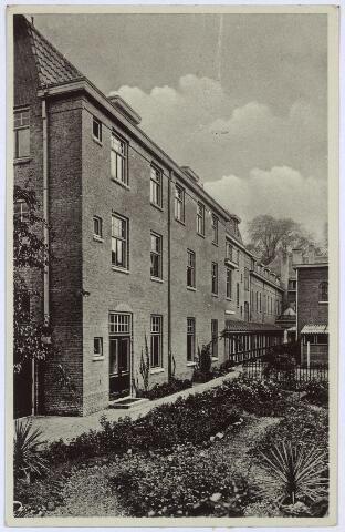 002791 - Noordzijde van het Wilhelminapark. Achterzijde van het St. Franciscuspension van de zusters franciscanessen van de HH. Familie aan het Wilhelminapark nr. 114.