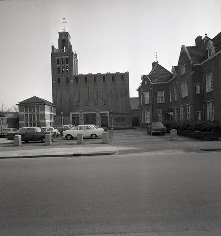 653865 - Kerk aan de Gasthuisring.