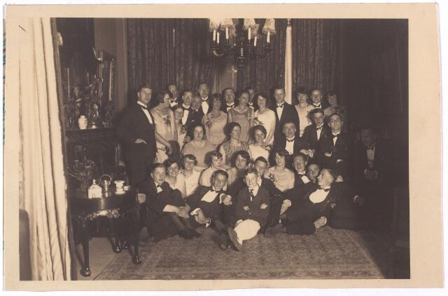 003773 - Feest bij de familie Brands-Van Vlijmen in de St. Josephstraat 106.