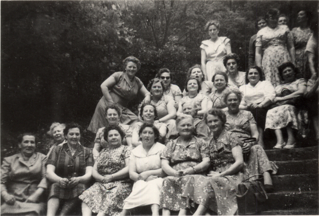 652855 - Katholieke Vrouwenvereniging tijdens een uitstapje. De dames komen uit omgeving Piushaven en Koningswei