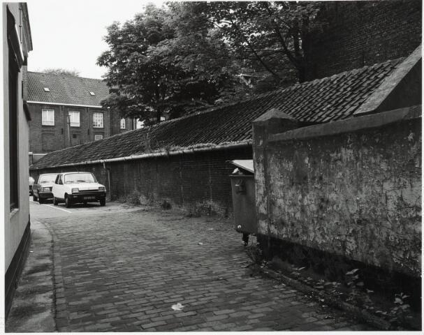 032842 - Straatje gelegen tussen de panden aan de Stationsstraat 3 en 5 , waaraan de Wijnhandel Andre Kersten (Louis Boogaers) is gevestigd