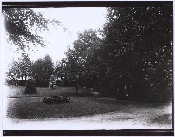 023689 - Klooster. Tuin achter het Cenakel aan de Koningshoeven (thans Kempenbaan).