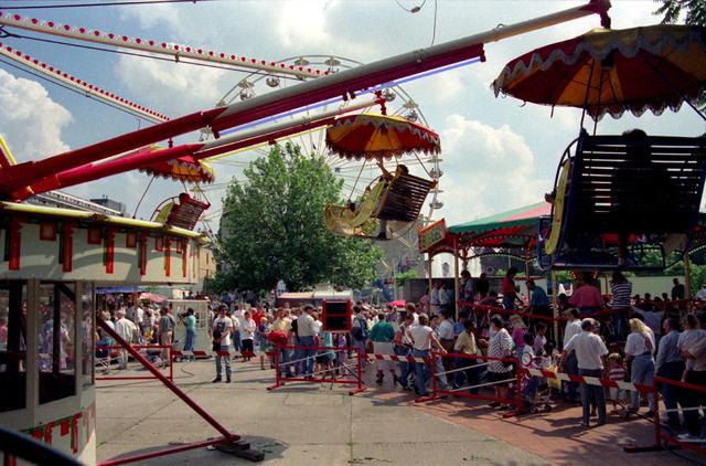 656888 - Tilburgse kermis in 1991. Zicht op de nostalgische kermis.