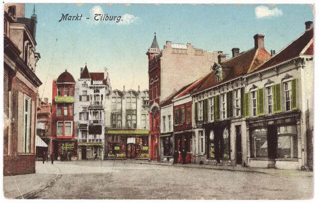001831 - De Markt met links de winkel van Johanna Maria van Roessel.  Rechts v.r.n.l. de panden Markt 26 t/m 30a, vanaf augustus 1936 28 t/m33. Op nummer 26 woonde banket- en broodbakker Van Lieshout, die in 1916 naar Utrecht verhuisde. Enkele jaren later, begin 1918, kwam 'door tijd en distributie' de N.V. Tilburgsche Broodfabriek onder de hamer. De zaak werd 'in kleine omvang' voortgezet in het pand Markt nr. 26. Daarnaast het pand nr. 27/28  een bovenwoning en de zaak in 'gebreide goederen en witte manufacturen' van de weduwe Castelijns-van Nuenen. Vanaf 1911 woont op nummer 28  Henricus G. Sleddens, koopman in manufacturen. Huis, nr. 29, was tot 1901 de apotheek van E. Martens, daarna van Medardus J.M. Bijvoet. Tenslotte de nrs. 30 en 30a winkel en bovenwoning. In de winkel zat rond 1900 een drankslijterij van de firma J.A. Verbunt.