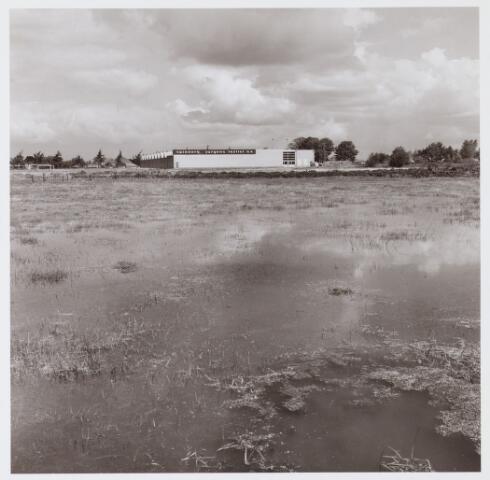 062677 - Textielfabriek Jurgens N.V. aan de Generaal Eisenhowerweg; de fabriek is afgebroken en inplaats daarvan zijn woningen gebouwd in het plan Spinnerspark