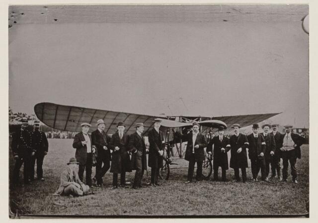 100175 - Aankomst van het eerste vliegtuig in 1912