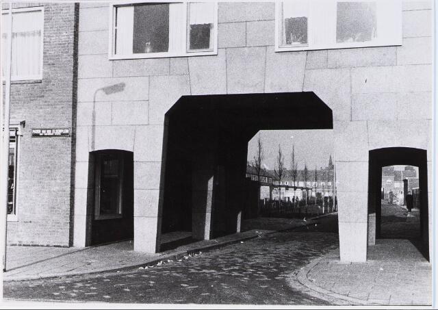 028295 - Panden aan het Pater van den Elsenplein 3-2 met de doorgang in de Kopsstraat