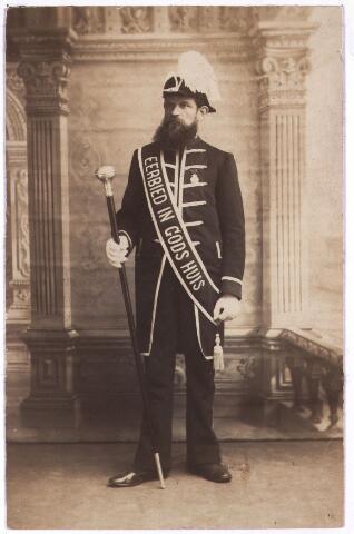 003597 - Cornelis Norbertus VAN BERKEL, geboren te Tilburg op 20 oktober 1848 en aldaar overleden op 16 februari 1917. Huwelijk op 26 mei 1875 te Tilburg met Johanna Huberta de Jong (1849-1920). Was Suisse (kerkelijk ordebewaarder) van de St. Annakerk.