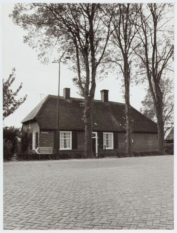 062927 - Woning op de hoek St. Willibrordusstraat en Raadhuisstraat 22