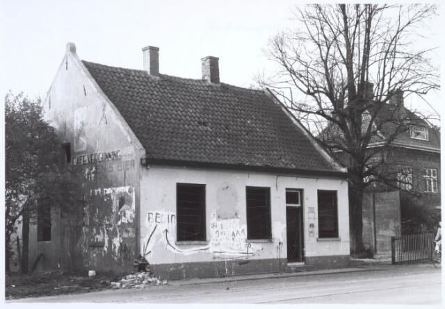 019792 - Voormalig café aan de Goirleseweg kort voor de sloop in 1957