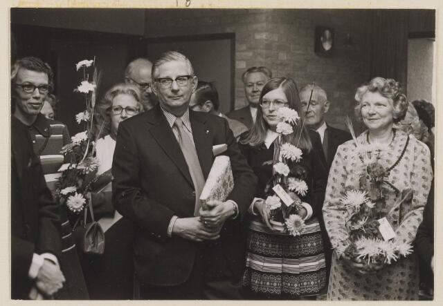 083360 - Opening van de Hervormde streekschoool, In het midden de directeur A. Ytsma