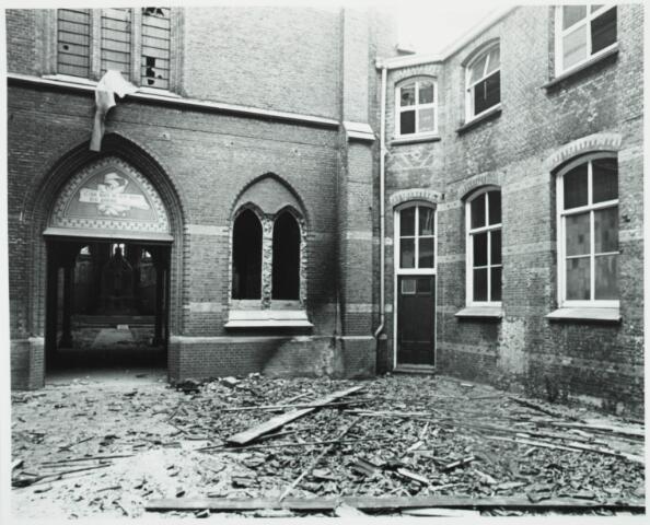 025353 - Sloop van het St. Josephgasthuis in de Lange Nieuwstraat in 1977