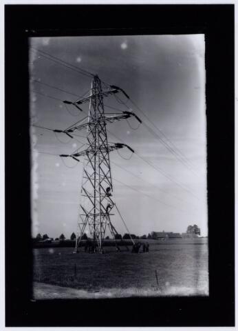 104183 - Lichtmast van de nieuwe P.N.E.M. -lijn: Geertruidenberg-Eindhoven, in Tilburg-Noord