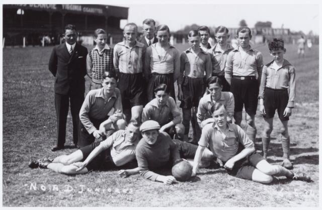 054203 - Voetbal. NOAD. Het jeugdelftal van Noad in 1934
