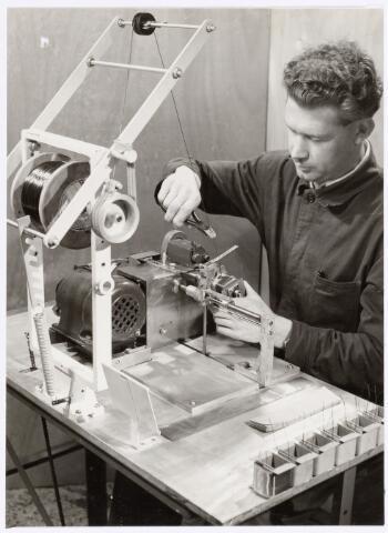 038688 - Volt. Waarschijnlijk Turnhout. In 1955 startte men in Turnhout met het wikkelen van transformatoren wat hier is afgebeeld.Fabricage- of productie vond in Turnhout plaats van 1955 t/m 1977.