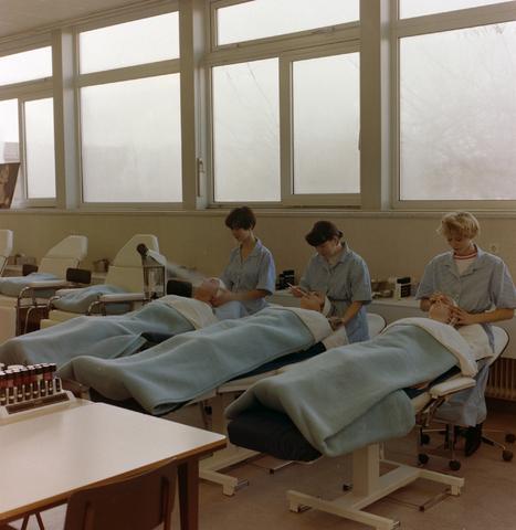 1237_012_975_011 - Onderwijs.Middelbare school. Les op het St. Canisius Mavo aan de Korvelseweg in 1993.