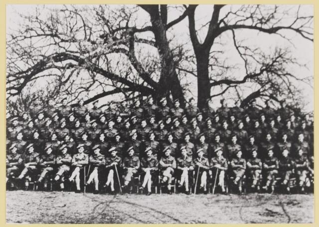 077481 - De tweede wereldoorlog 1940-1945 Groepsfoto Geallieerde soldaten.
