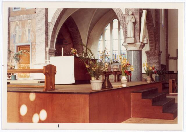 016571 - Altaar in de kerk van de Heilige Familie, behorende tot de parochie Broekhoven II