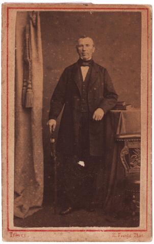 003559 - Quirinus Adrianus BELJAARS, geboren Helmond 1 mei 1804, overleden Tilburg  3 november 1896. Hij was 53 jaar lang, van 29 juli 1837 tot 30 december 1890, gemeentesecretaris van Tilburg. Ter gelegenheid van zijn gouden jubileum werd dit borstbeeld vervaardigd door de Tilburgse beeldhouwer H. van Tielraden. Het bevindt zich thans in het RHCT (Regionaal Historisch Centrum Tilburg).