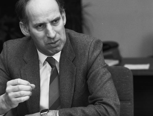 TLB023002733_001 - Personen. Burgemeester Hein Tops van Udenhout in februari 1988.