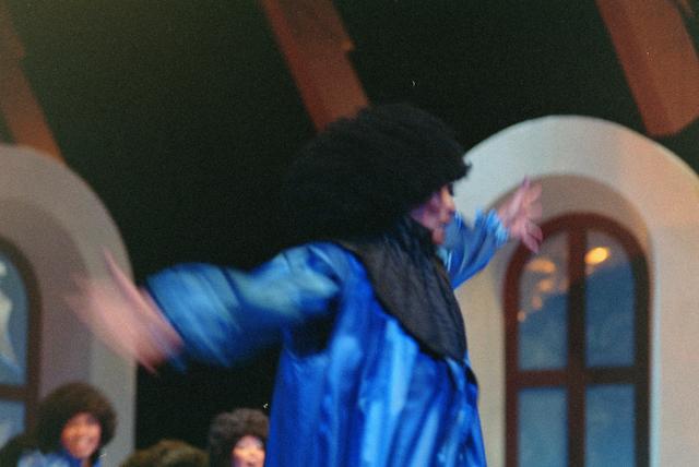 1237_001_027-1_024 - Cultuur. Theater. Tilburgse Revue. Waarschijnlijk de generale repetitie van de voorstelling Fèèn Familie op 17 maart 2005.