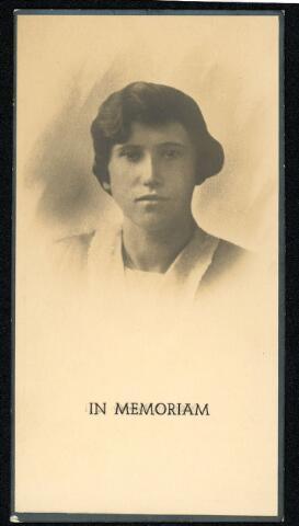 604473 - Bidprentje. Tweede Wereldoorlog. Oorlogsslachtoffers. Cornelia Henrica M. van Rijswijk-van den Dries; werd geboren op 13 april 1900 in Tilburg en overleed op 10 mei 1940 in Tilburg.  Tijdens de eerste oorlogsdagen waren de berichten op de radio en in de kranten over de plotselinge Duitse inval nogal onheilspellend. Maar het was ook een beetje een 'ver van mijn bed show'. Je hoorde ontploffingen in de richting van vliegveld Gilze-Rijen en zag de overvliegende Duitse vliegtuigen. Maar dat was het wel zo'n beetje. Tilburg was kennelijk geen doelwit. Maar op vrijdag 10 mei 1940, even na vieren in de middag, vlogen drie Duitse vliegtuigen van west naar oost over de stad. De Luchtbeschermingsdienst meldde later dat er vier brisantbommen waren ingeslagen waarvan de eerste drie bommen, die terecht kwamen op panden op de Spoorlaan, grote materiële schade veroorzaakten en enkele lichtgewonden. De bominslag in de Noordstraat was echter fataal. De bom viel tussen de mensen die zich op dat moment op straat bevonden. Twaalf mensen werden direct gedood, twee overleden later aan de opgelopen verwondingen. De bommen waren waarschijnlijk bedoeld voor het stationsemplacement.