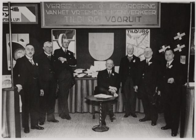 103889 - Internationale Tentoonstelling Stad Tilburg 1934. stand van de V.V.V. Tilburg Vooruit. vlnr: bestuursleden van Tilburg Vooruit. A. van Delft, Jan van Rijzewijk(1880-1939), A.J. Claesen, H. van Beurden, F.J. Popelier(1865-1947), Jos Woestenbergh (1862-1945), Lambert G. de Wijs (1882-1949).