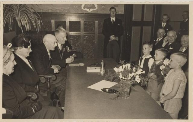 085283 - Dongen. 40 jarig ambtsjubileum secretaris J.Vlaminkx