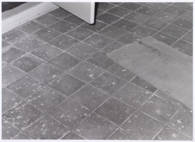 017933 - Detail van het interieur van hofstede De Blaak (vloer in de slaapkamer van de boerenwoning)