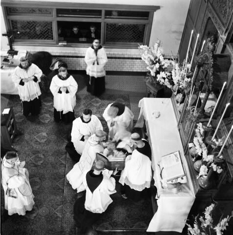 050213 - Priesterwijding. Udenhout.