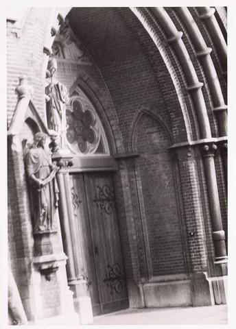 035973 - R.K. kerk van de H. Dionysius van het Heike thans Stadhuisplein