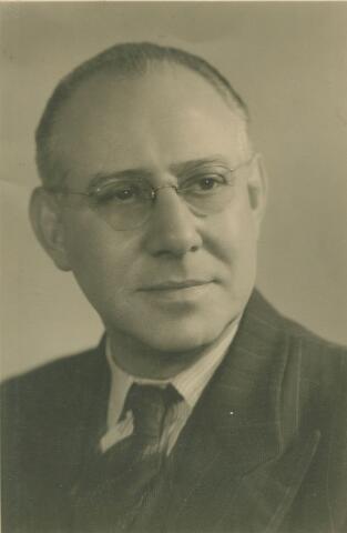 066120 - Henricus Arnoldus Adrianus (Harrie) Vorselaars, geboren te Tilburg op 15 april 1896 en aldaar overleden op 30 juli 1950. Hij trouwde met Wilhelmina M.B. Loderus.