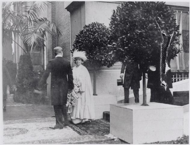045609 - Koningin Wilhelmina bezocht ook Tilburg tijdens haar inspectietocht van de troepen in Midden-Brabant tijdens de Eerste Wereldoorlog.