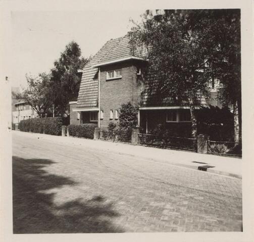 014052 - Pand aan de Academielaan, hoek Bredaseweg