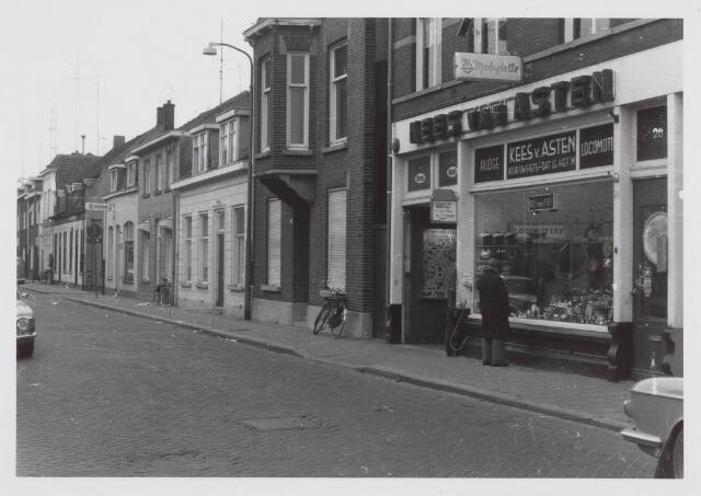 018226 - Rijwielzaak van Kees van Asten aan de Emmastraat omstreeks 1968