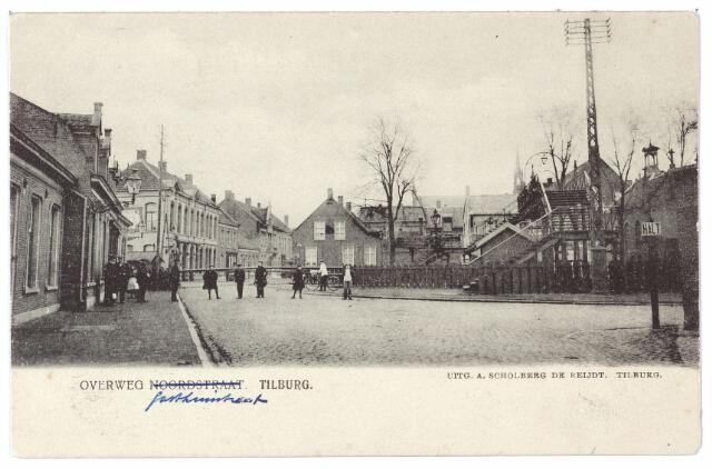 000543 - Overweg Gasthuisstraat, de huizen links vóór het spoor stonden aan de Noordstraat.