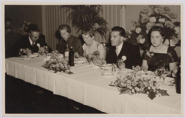 041293 - Jubileum. Viering van het 75-jarig bestaan van de R.K. Schilderspatroonvereniging Kunst en Vooruitgang in de Looiersbeurs aan de Heuvel op 10 oktober 1955.