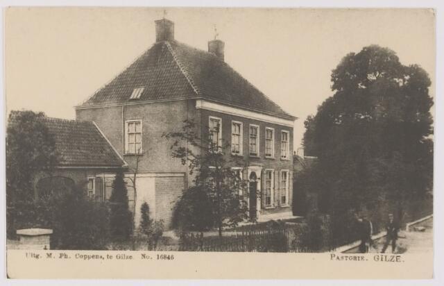082587 - Gilze, Bisschop de Vetplein. Pastorie.Reproductie van prentbriefkaart in het bezit Govert Aarts