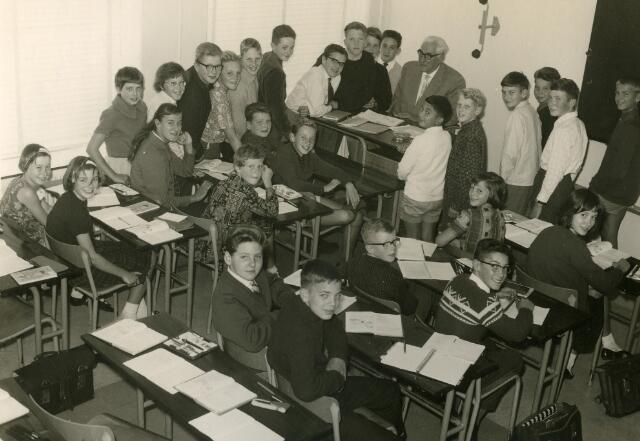 092073 - Klassefoto van klas 1A van de St. PAULUS-HBS, 1963