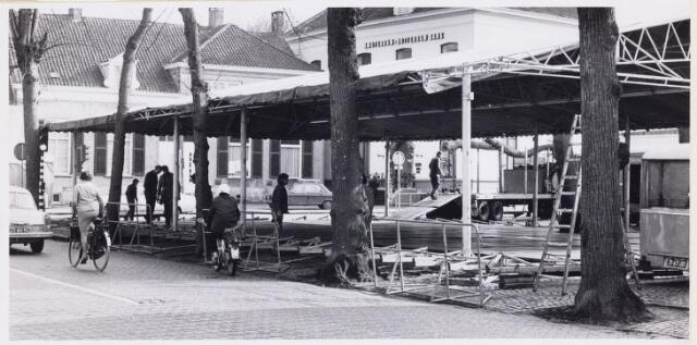 101167 - Carnaval 1971. Opbouw van de kermis tijdens de carnaval