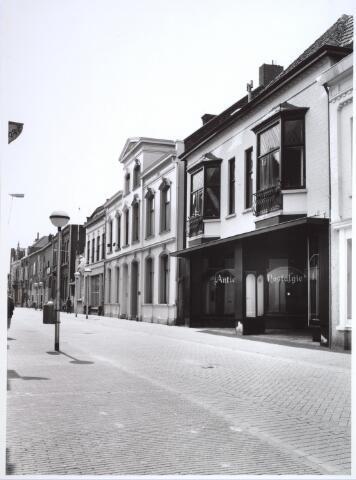 026932 - Nieuwlandstraat gezien in de richting van de Heuvelstraat